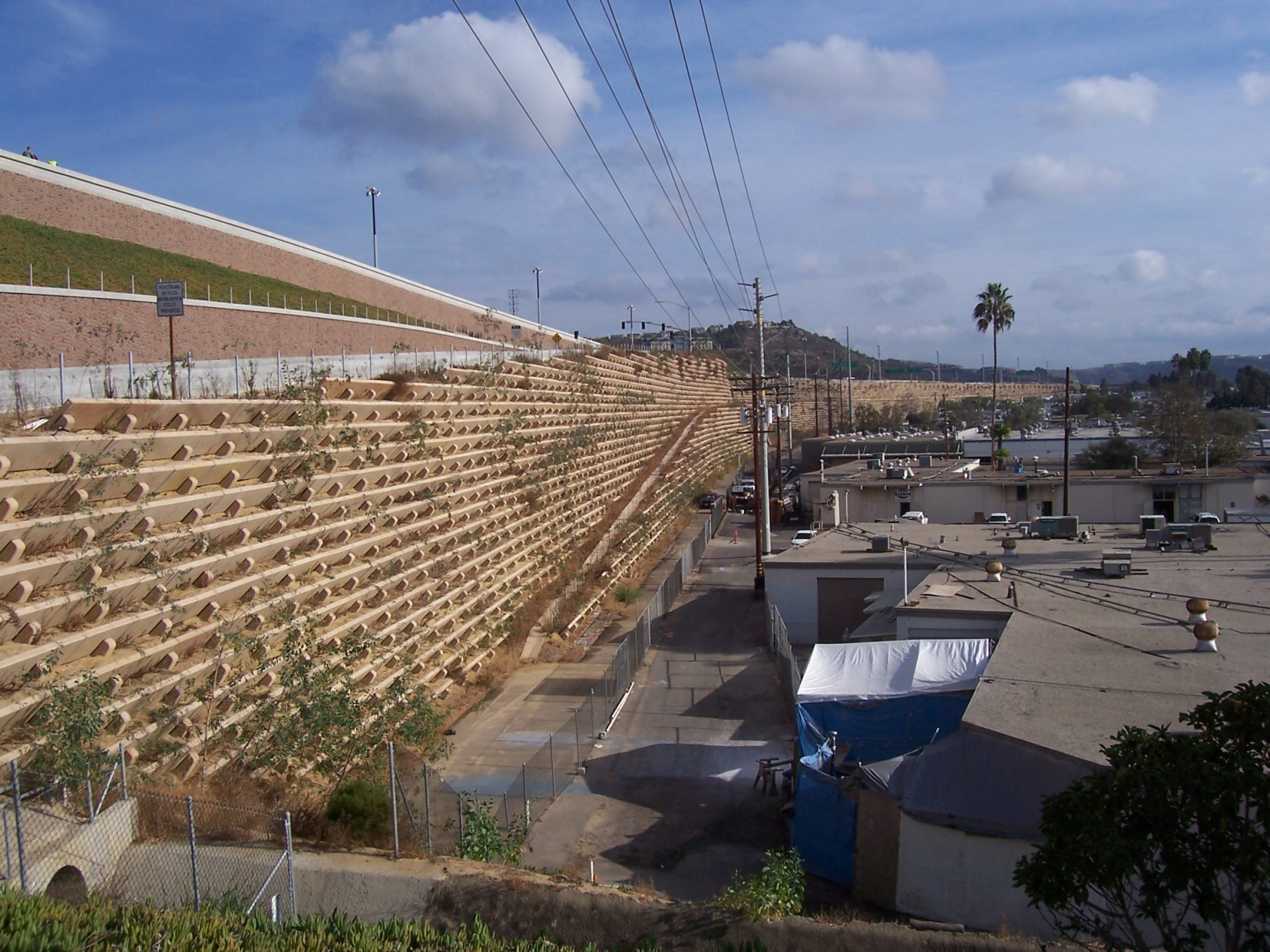 Plantable Geosynthetic Reinforced Retaining Wall